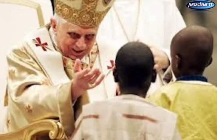 Benoît XVI homosexuel