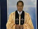 Oyakhilome en habit sacerdotal
