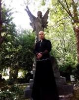 Cet homme conduit ses disciples au séjour des morts (suite)